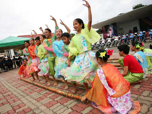 rituals in rain dance in philippine The philippines is predominantly christian nation on account of 300 years of spanish rule it is estimated that 81% of the population is roman catholic the culture of the philippines reflects the country's complex history dance philippine folk dances include the tinikling and carinosa.